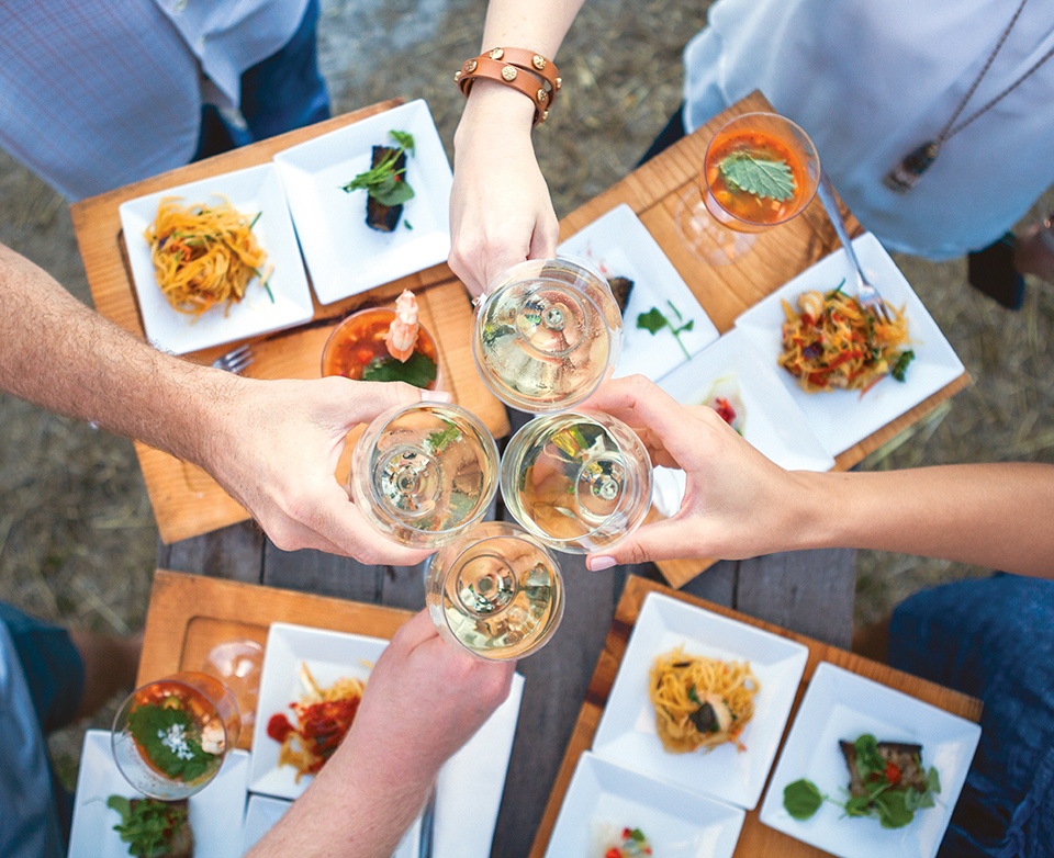 A toast at Diner en Blanc in Loxahatchee: Photography by Gyorgy Papp