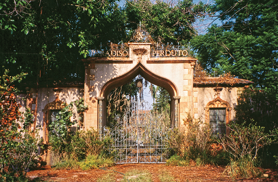 Cà d'Zan became Paradiso Perduto, a desolate mansion in Great Expectations (1998). Filmmakers built a gate and gnarled garden to set the mood. Photography by John and Mable Ringling Museum of Art
