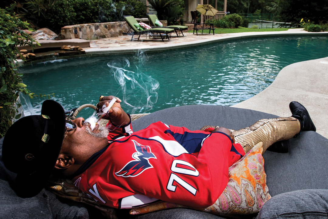 Clinton at home, toking poolside