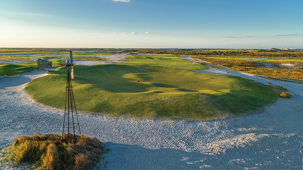 The 9th hole on Streamsong Black is a fun punchbowl green, with a flag in the middle that you can't always see